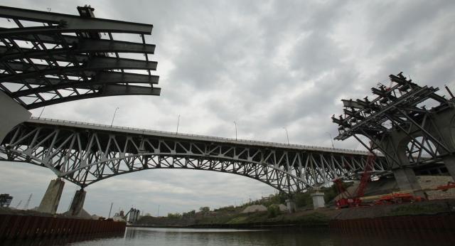 Inner Belt Bridge crews ready to put steel over river